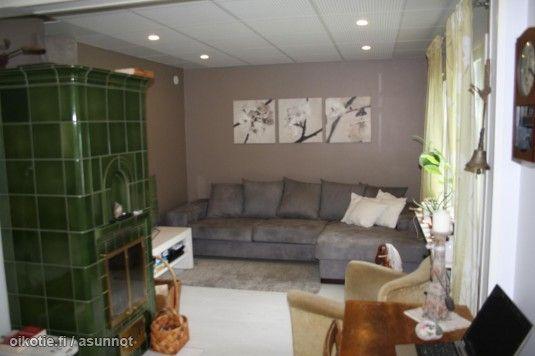 Lovely green old tiled fireplace / Ihana vihreä kaakeliuuni kaakeliuuni