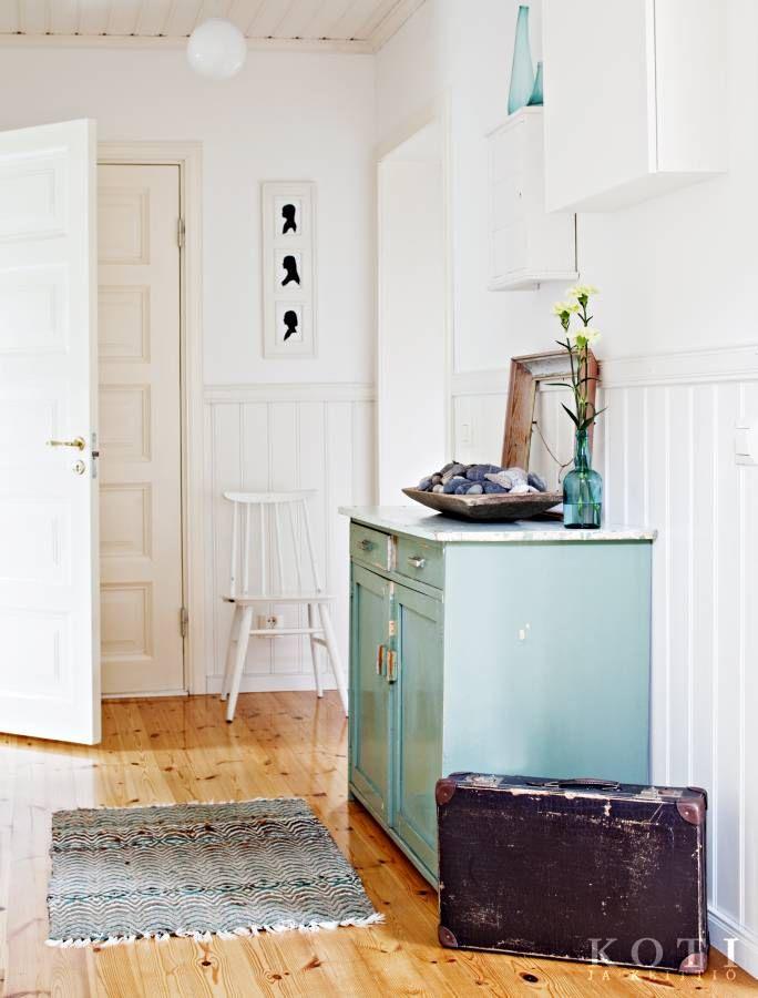 Vanhojen räsymattojen raidat luovat hienoja väripaletteja. | Rakasta, rönsyä ja romua | Koti ja keittiö | Kuva Kirsi-Marja Savola