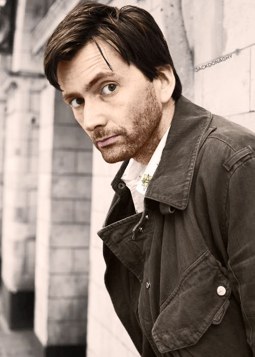 David Tennant as DI Alec Hardy in Broadchurch. I want to watch this soo bad! It has arthur darvill in it too!