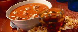 Griekse Tomatensoep Met Gevulde Lamsgehaktballetjes recept | Smulweb.nl