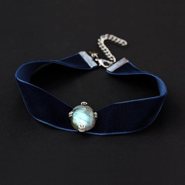 The RAVEN LABRADORITE VELVET CHOKER is just £19.60 (Usually £28) Ends in 24 hours SHOP NOW > http://www.regalrose.co.uk/products/raven-labradorite-velvet-choker