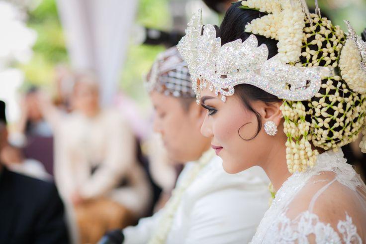 This is amazing! Take a look at LZ Service http://m.bridestory.com/lz-service/projects/lestari-fajar-wedding