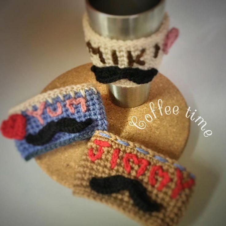 - love♡coffeeeee 去年は🌴海👙ばっかりだったので 今年は🌳山🐝のぼるよー🗣!!! てことで来週富士山行ってきます🏃🚶🏃 山頂で御来光さん🌞見ながら ホットコーヒーを飲みたい☕️願望に駆られ、 誰にも頼まれていない#カップスリーブ 3人分作っちゃった🙈💓 シンプルにするつもりが、、、 想いがこもりすぎて気づけば派手に← 青いのは富士山カラー🗻🍭 💫🍒無事に辿りつけるかな🙄 ・ ・ ・ ・ #coffeecozy #cupcozy #starbacks #crochetaddict #crochet #ungrid #ハンドメイド #コースター #コーヒースリーブ #西海岸 #フラミンゴ #スターフィッシュ#ビーチスタイル #カジュアルコーデ #プチプラ #カフェ巡り #スタバ #ピクニック #初登山 #初心者 #キャンプ #カフェタイム #編み物