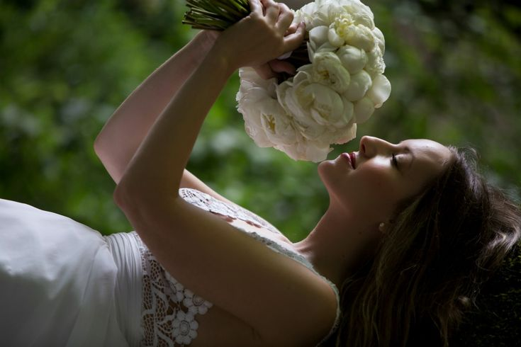 #peonies #bouquet #realwedding #costantinobridal #weddingingreece