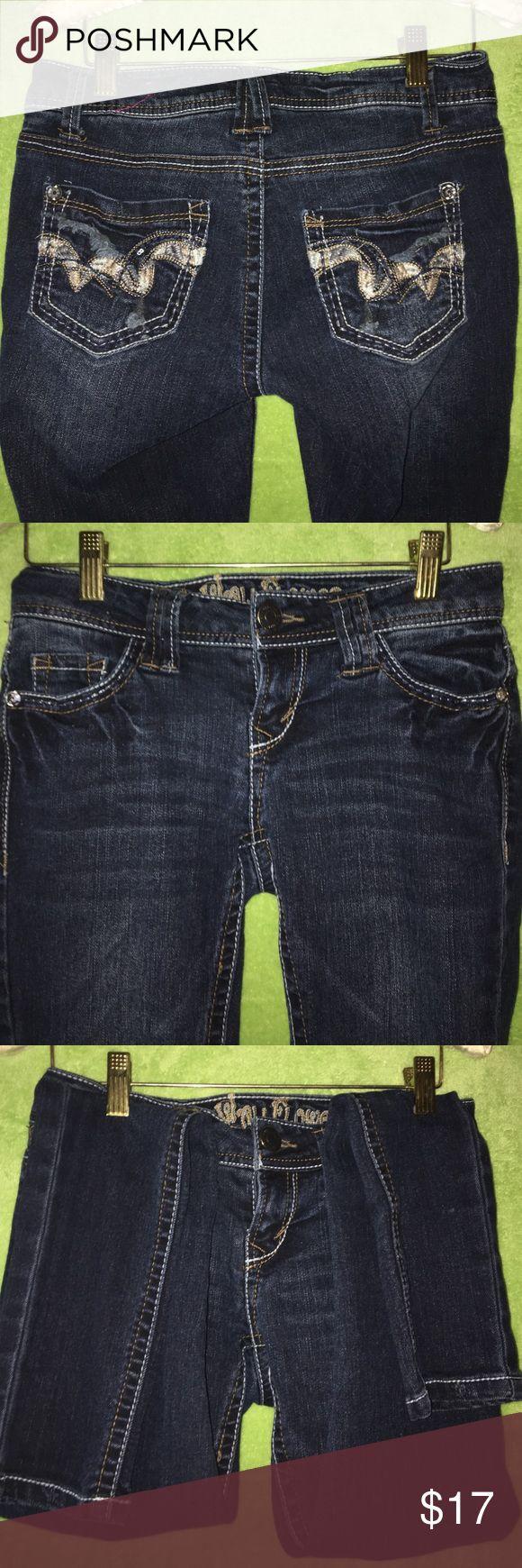 WallFlower Dark Denim Skinny Jeans SZ 1 SZ 1 super cute WallFlower Jeans. Skinny & Dark Washed Denim.  EUC!!! These  are a must have!! Wallflower Jeans Skinny