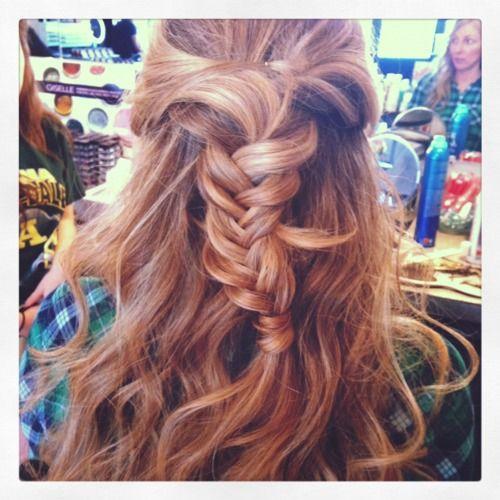 half up with braidCurly Hairstyles, Wedding Hair, Half Up, Wavy Hair, Nature Curly Hair, Braids Style, Hair Style, Fishtail Braids, Braids Hair