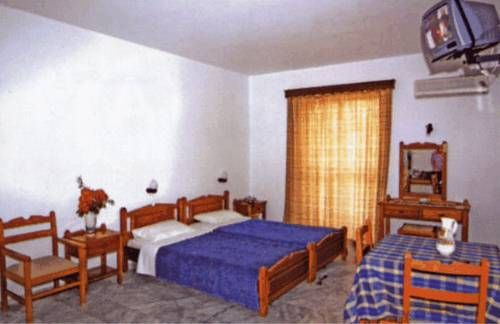 Erietta Apartments Karpathos Only 100 metres from the centre of Pigadia, Erietta Apartments offers self-catered accommodation with furnished balconies. The hotel is 700 metres from the beach of Agia Fotini, and 1 km from Frontis Beach.