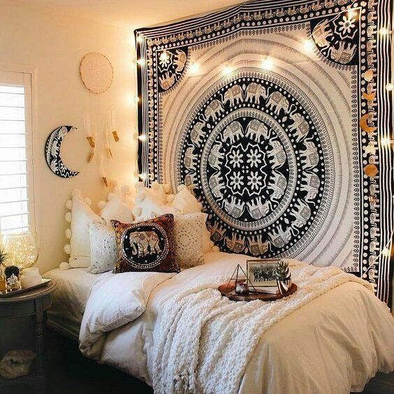 How adorable is this dorm room?!?!