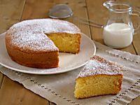 Torta al latte caldo o hot milk sponge cake, soffice e facile