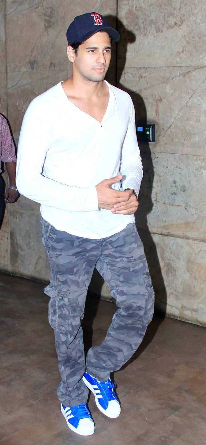 Sidharth Malhotra snapped outside Light Box after catching a film screening. #Bollywood #Fashion #Style #Handsome