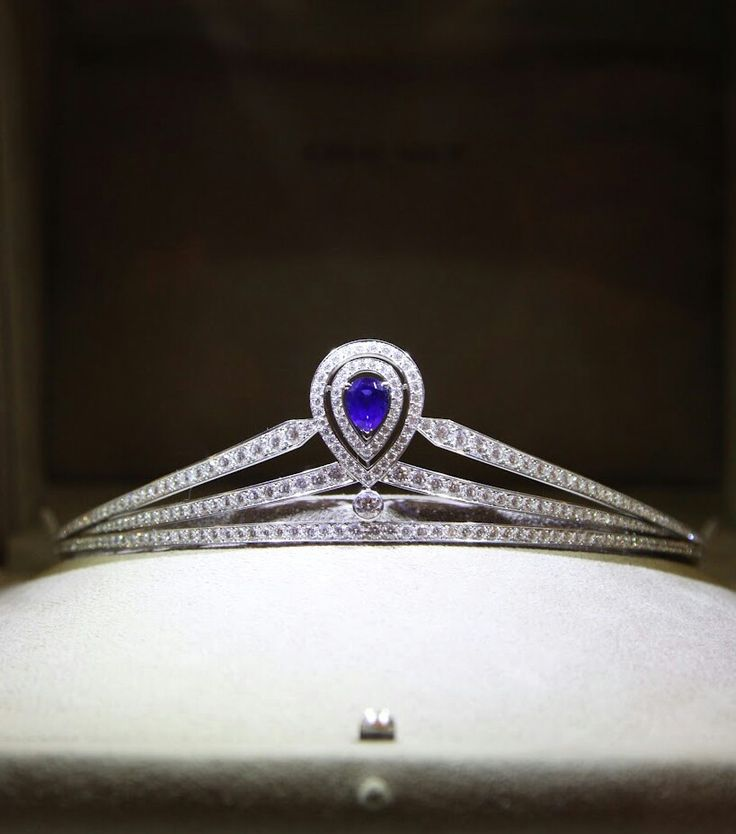 Chaumet: Joséphine tiara in platinum, paved with brilliant-cut diamonds, set with a pear-cut sapphire.