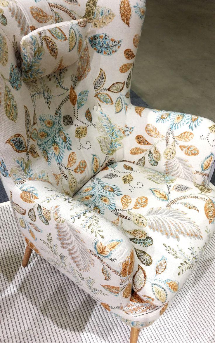 Chair of the day   Valloittava Vivian-tuoli Kangas: Autumn Leaves 4 Oat Nähtävissä livenä Iskun #Habitare2017 osastolla 7h128! #pohjanmaan #pohjanmaankaluste #armchair #picoftheday #instapic #furnituremaker