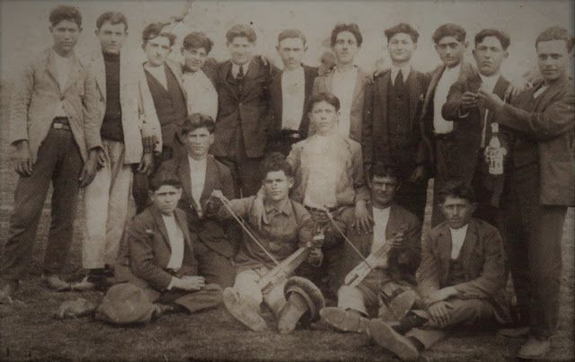 Santeos: 1928: διασκέδαση νεαρών προσφύγων