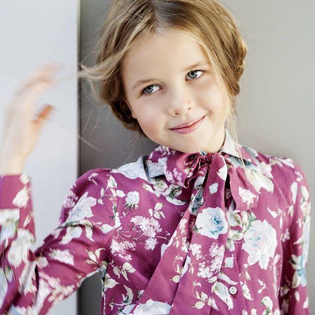 Today's featured model is @anna_tsioubri  Congratulations  #featuredmodel #kidmodel #minimodel #cutekids #luxurykids #kidstykes #kidstyle #kidmodels #beautifulkids #kidfashion #minifashion #minifashionista #kidsmagazine #sandcastle_mag