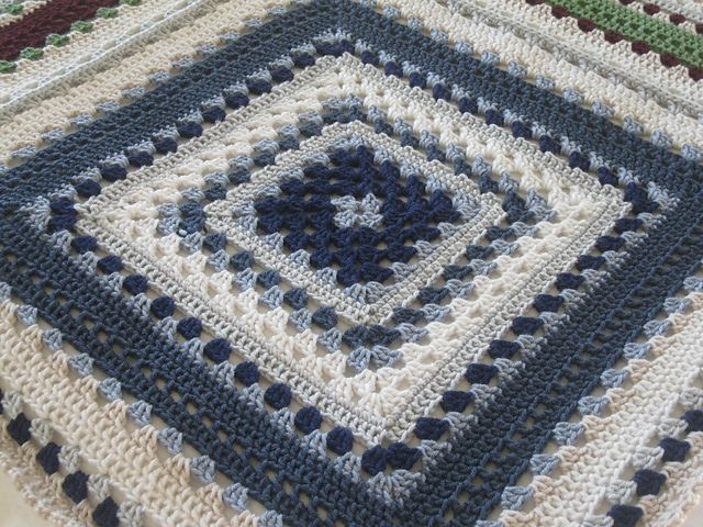 Giant granny square free pattern