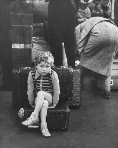 Immigrants arrive in the U.S., 1955. By Michael Rougier.