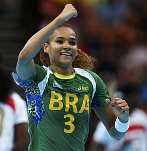 Brasileira Alexandra é eleita a melhor jogadora do mundo no handebol