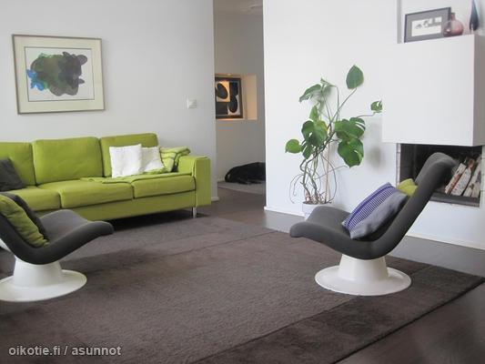 Finnish living room with Kukkapuro chairs / Yrjö Kukkapuron tuolit