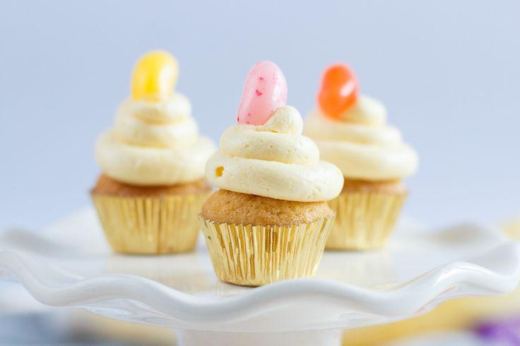Een makkelijk en heerlijk recept voor een luchtige botercreme, ideaal als topping voor cupcakes of taarten.