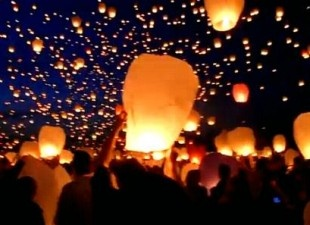 i love the sight of floating paper lanterns