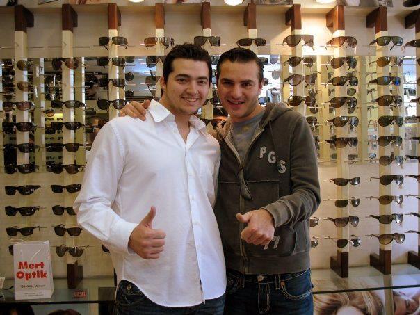 Dans müziğinin dünyaca ünlü yıldızı DJ. David Vendetta, gözlükte Türkiye'nin yıldızı olan Mert Optik ile buluştu..