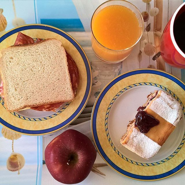 Tuesday breakfast: A sandwich with Emmental and spicy ventricina salami, a piece of sour cherry cheesecake and a crunchy apple. #thenewbreakfasteverydayproject #livingmylifemyway