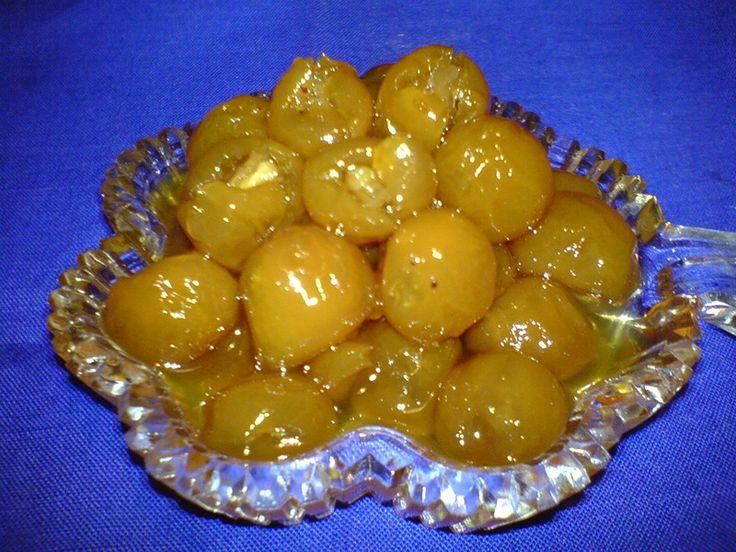 Желтая слива консервированная