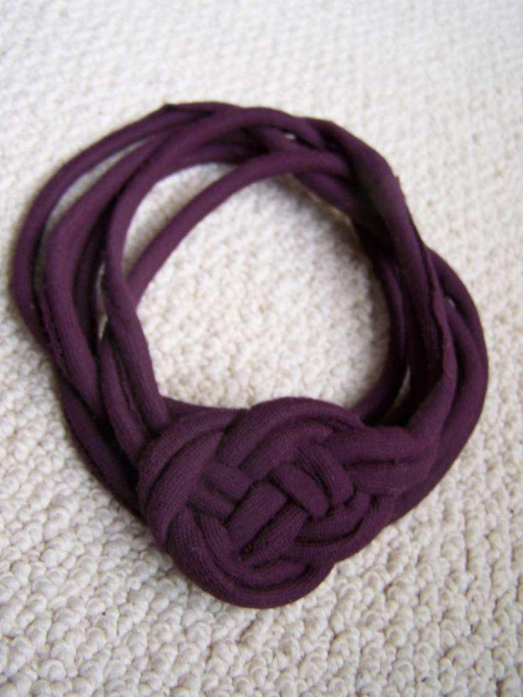 Collane fai da te in stoffa - Collana viola scura con fettuccia
