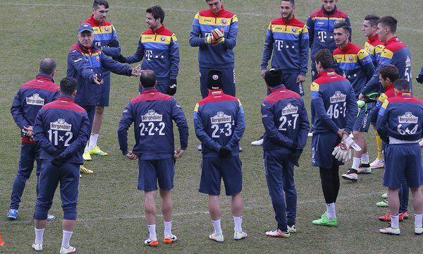 Romania, sulle maglie da calcio ci sono espressioni aritmetiche - http://www.maidirecalcio.com/2016/03/28/nazionale-romania-numeri-maglie-espressioni.html