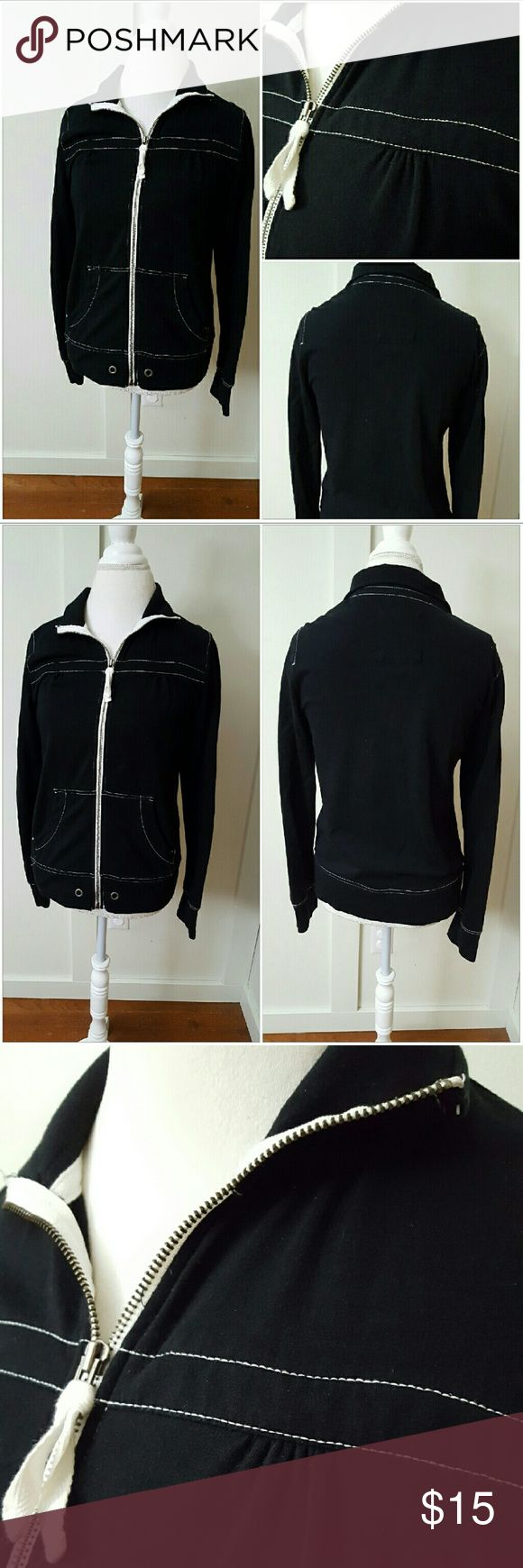 MERONA MEDIUM BLACK AND WHITE ZIP UP SWEATSHIRT Merona medium black and white sweatshirt. Zip up. Long sleeves. Pre-owned and in good condition. 97% Cotton 3% Spandex Merona Tops Sweatshirts & Hoodies
