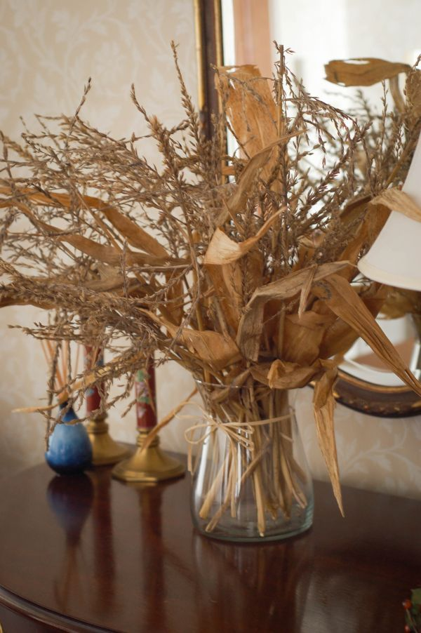 Beautiful Fall Decorations Made With Dried Corn And Corn Stalks