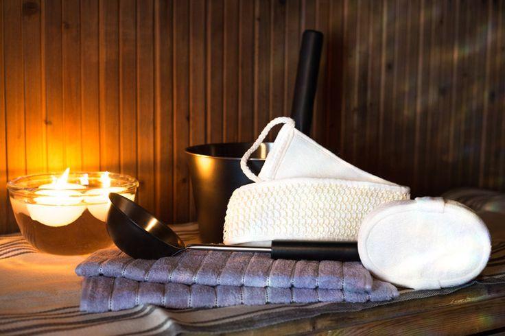 Sauna- ja pesusetti 1 sisältää: 1 kpl musta teräskauha 1 kpl musta teräs kiulu 2 kpl Vaalean lila kasvopyyhe 1 kpl Ylellisen pehmeä Luffa pesusieni 1 kpl Selänpesin #sauna #lahja #lahjaideat #joululahjat