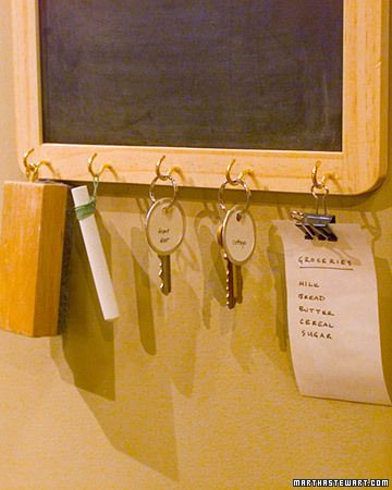 Cute DIY gift. Dad is always forgetting things in the morning. This chalkboard is a perfect reminder in the morning when he grabs his car keys