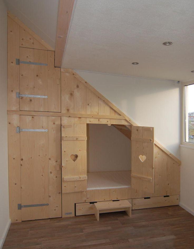 Bedstee van Mura Mura met kledingkast, bovenkast en opbergbakken onder bed van nieuw steigerhout