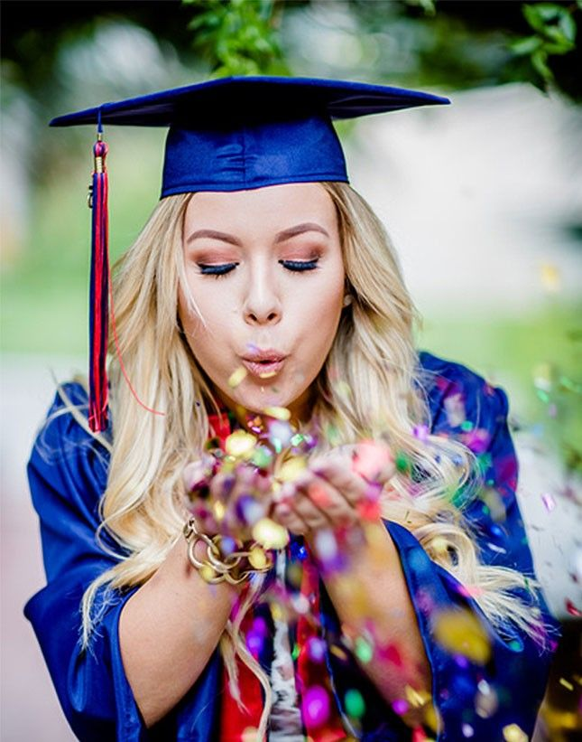 19 Senior Picture Poses That Will Make You Want to Go Back to School via Brit + Co