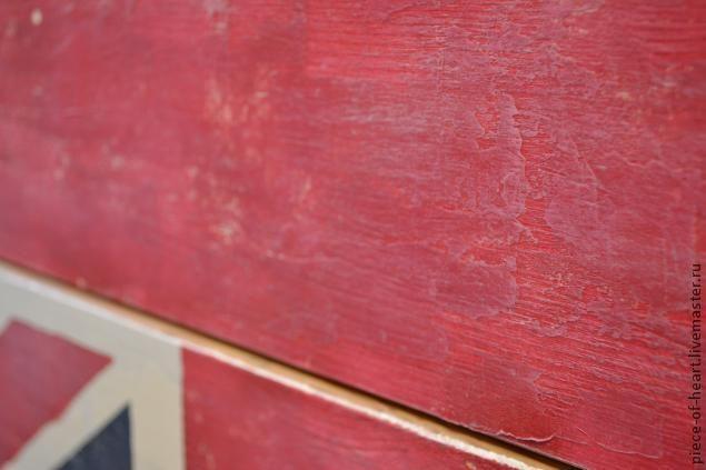 Г 1001-й способ испортить икеевский комод - становится заметно, что краска на грунт и на шпаклёвку ложится по-разному и мы наблюдаем, эту замечательную пятнистость, которую мы ещё и подчеркнём, пройдясь по поверхности полусухой кистью (белая краска).