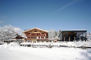 Oostenrijk Tirol Kitzbuhel  Heerlijk hotel dat sinds jaar en dag gerund wordt door de Familie Reiter. Het beschikt over een schitterend wellness center waar je na een dag op de Kitzbühler pistes heerlijk kunt ontspannen.  EUR 1060.00  Meer informatie  #vakantie http://vakantienaar.eu - http://facebook.com/vakantienaar.eu - https://start.me/p/VRobeo/vakantie-pagina