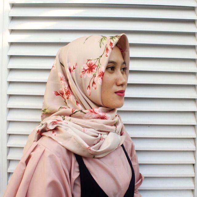Saya menjual Hijab Segi Empat seharga Rp55.000. Dapatkan produk ini hanya di Shopee! https://shopee.co.id/veils/400809097 #ShopeeID