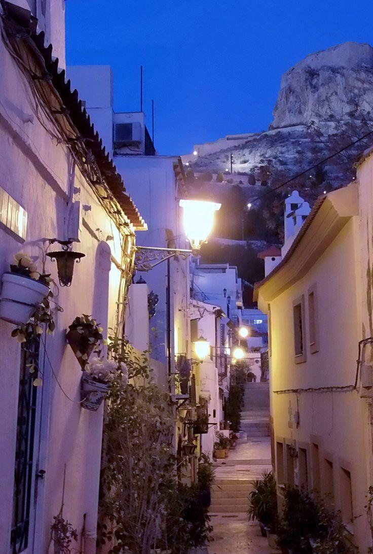 Barrio de Santa Cruz (Alicante, Spain).
