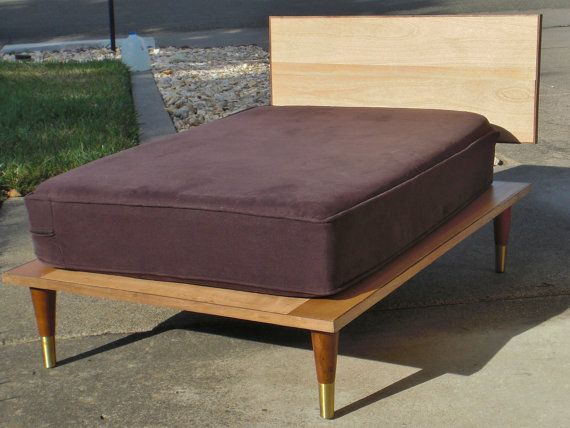 Mid century style doggie bed-so cute!  pinned by www.auntbucky.com  #pets #dog #home