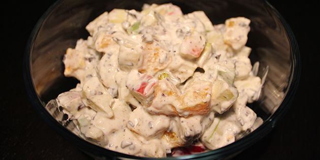 Frugtsalat med skyr, vanilje og knasende chokoladestykker. En klassiker i sundere udgave men stadig med den dejlige syndige smag.