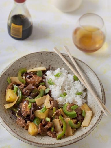 sauce soja, pousse de bambou, ananas, huile d'arachide, sucre en poudre, champignon noir, porc, ail, vinaigre, maïzena, sel, poivron