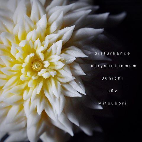 """一日一菓 「乱菊」 #煉切 製 #wagashi of the day""""Disturbance chrysanthemum"""" 本日は「乱菊」です。 今の私に出せる最高の作品を。 本日、心の底より心震える感動を 頂きました! 今日の感動を与えてくれた全ての感謝を込めて。ありがとう どうか終わる事のない 覚めない夢を、、、 Today is """"Rangiku"""". Now the best of work put out to me. Today, it is the heart trembling excitement from the bottom of my heart I received! With great all thanks for giving me the excitement of today. Thank you And ,,, assimilation is never-ending awake not dream Aujourd'hui est """"Rangiku"""". Maintenant, la meilleure de travail mis h..."""