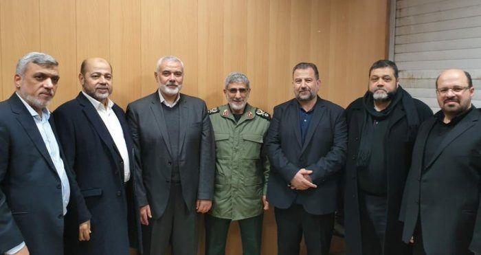 Os vínculos entre o grupo terrorista da Palestina e o regime do Irã seguem firmes após a morte de Soleimani. Esmail Ghaani, general escolhido para substituir Qassem Soleimani como chefe da Força Quds da Guarda Revolucionária do Irã, teve um encontro, nesta segunda-feira (6), com Ismail Haniyeh, líder do grupo terrorista palestino Hamas. O encontro ... Ler mais Substituto de Soleimani se reúne com líder terrorista do Hamas LEIA NO SITE » Substituto de Soleimani se reúne com líder terrorista do Ha