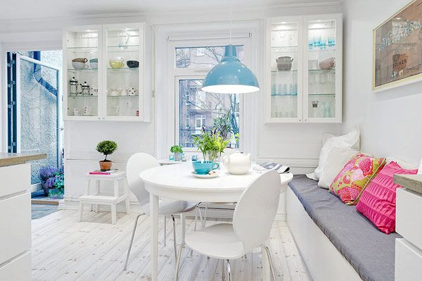 Bright and cozy Swedish apartment. Breakfast nook.
