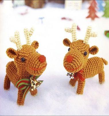 Crochet Christmas reindeer toy (free amigurumi pattern) // Horgolt karácsonyi rénszarvas figura (ingyenes amigurumi minta) // Mindy - craft tutorial collection // #crafts #DIY #craftTutorial #tutorial #SantaCrafts #Santa #ChristmasCrafts #Mikulás #Télapó