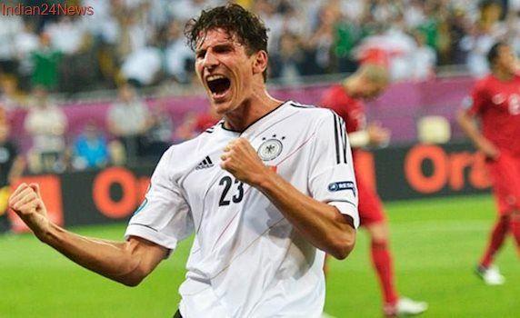 Forward Mario Gomez to stay on at VfL Wolfsburg