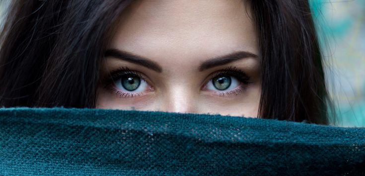 Așa cum buzele pot dezvălui secretele personalității tale, și ochii tăi pot spune multe despre caracterul tău. Prin urmare, află despre personalitatea ta în funcție de forma ochilor și cum să îți scoți în evidență ce e mai frumos din trăsăturile feței tale cu ajutorul diferitelor trucuri de machiaj, nuanțe și texturi. Există diferite științe ... Citește mai departe...