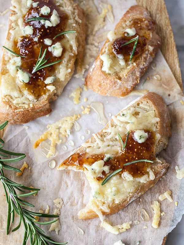Fig Spread and Cheese Crostini is an app from the pantry to the table in seconds flat!
