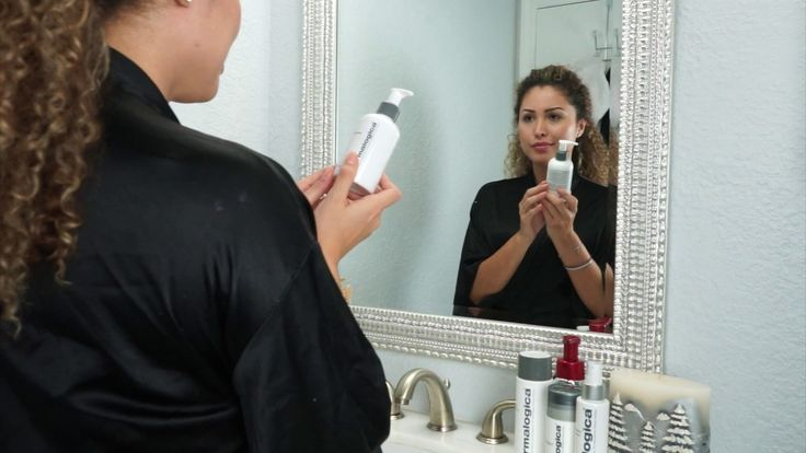 Melissa keeps her skin desirably supple and radiant using her gifted  #Dermalogica Daily Superfoliant, she received this skin care essential as part of the Preen.Me VIP program. Check out her demo right here.